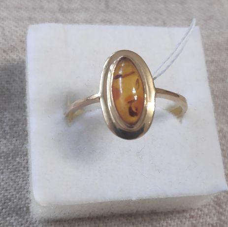 NOWY - Złoty pierścionek z bursztynem
