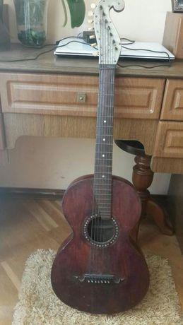 Старинная гитара. Россия