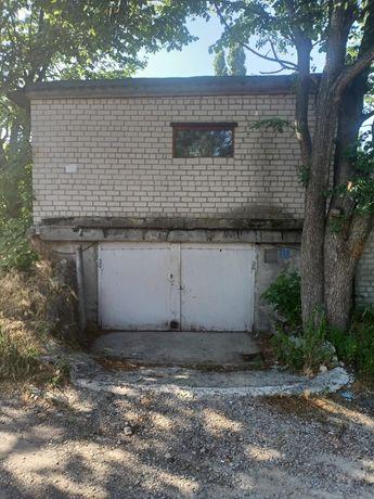Двухэтажный  кирпичный гараж в районе СБУ