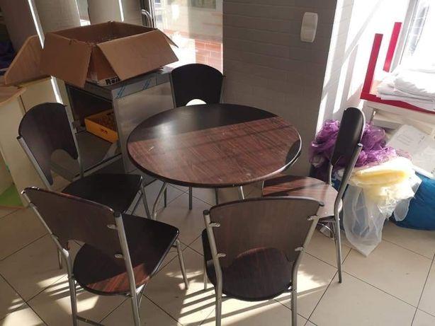 Stół drewniany thholm z krzeslami