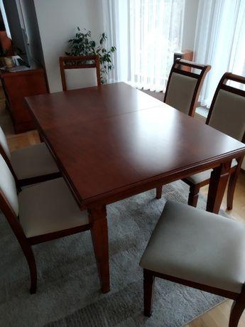 Stół z krzesłami do jadalni.