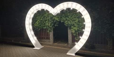 Ciężki dym, bańki, napis LED Miłość LOVE Żona i Mąż Serce Brama