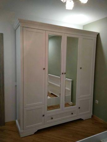 Біла чотирьох дверна шафа
