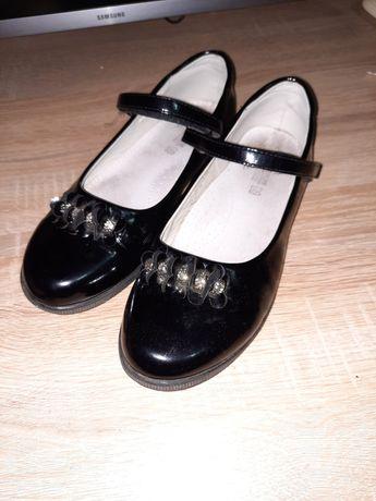 Туфли для девочки лак