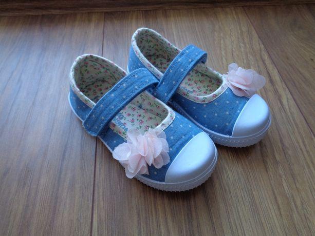 Buty pantofelki z kwiatuszkiem nowe rozmiar 22