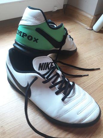 Halówki Nike roz 38
