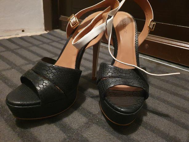 Buty szpilki sandały kazar 39 czarne białe