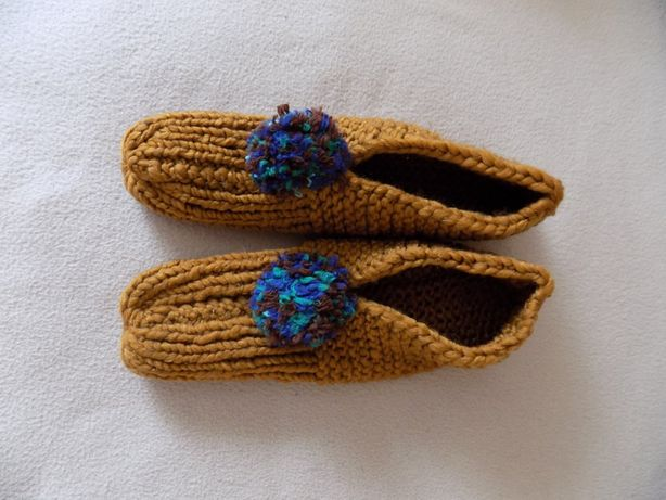 Kapcie ręcznie robione na drutach