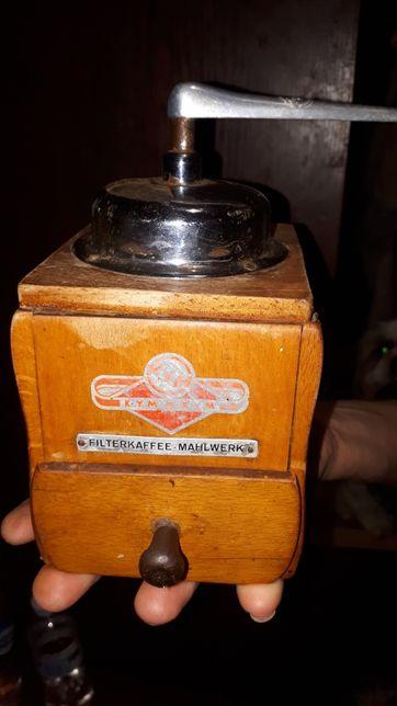 Кофемолка старинная