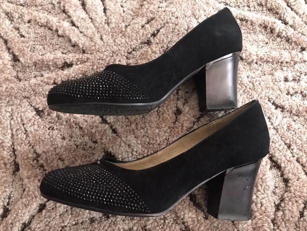 Жіночі замшеві туфлі