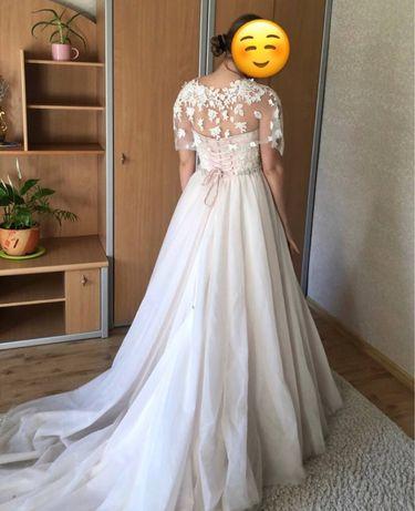 Платье дорогого бренда Crystal