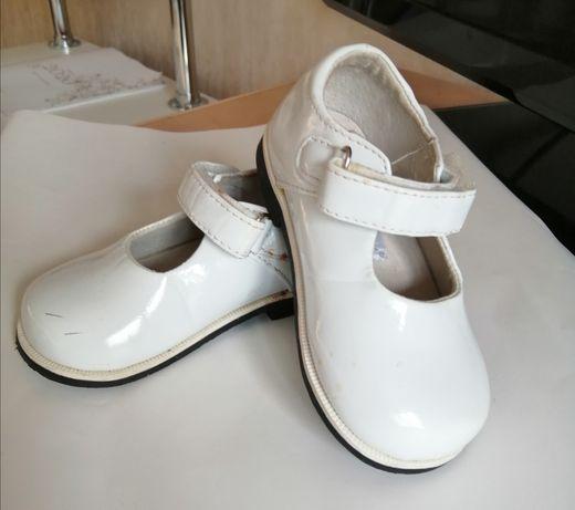 Туфельки белые, р-21 и другая детская обувь.