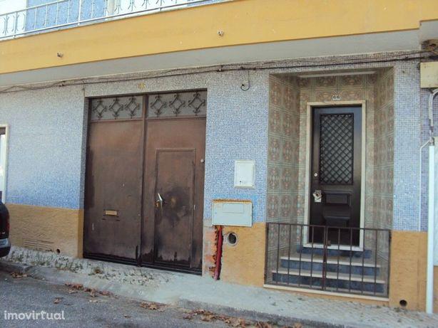 Apartamento T2 em zona tranquila de Vale de Cavalos com v...