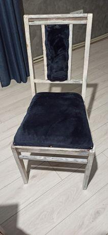 Старинный дубовый стул