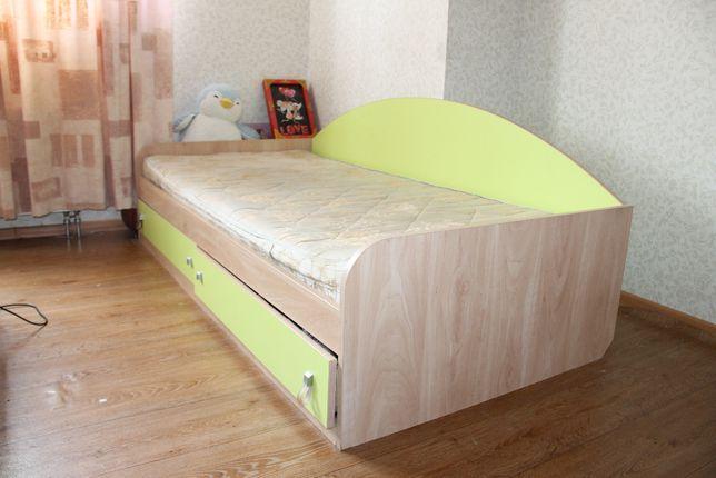 Кровать как подростку так и взрослому С шухлядами, ортопедич. матрасом