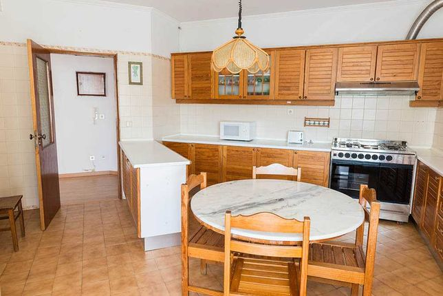 Apartamento com 6 quartos + sala + cozinha + 2 WC
