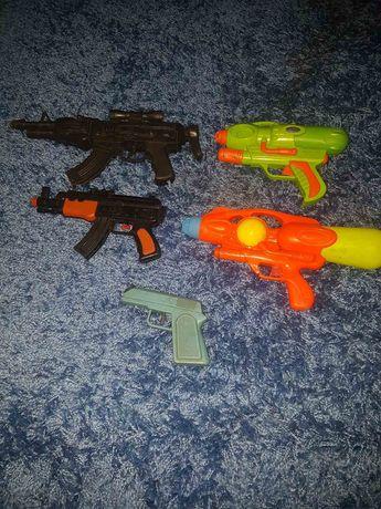 Лот пистолетов игрушечных