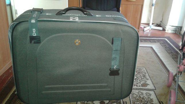 Продам огромный дорожный чемодан