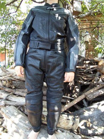 Отличный мотокостюм,кожа нат.,2000