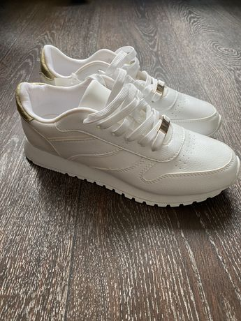 Женские кроссовки НМ