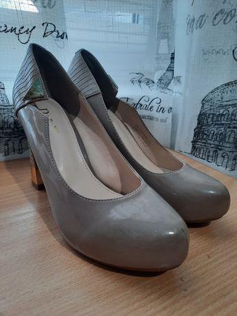 Туфли бежевого цвета размер 36