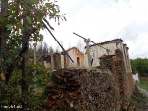 Ruína inserida num lote de 480m2 em Campelo - Figueiró do...