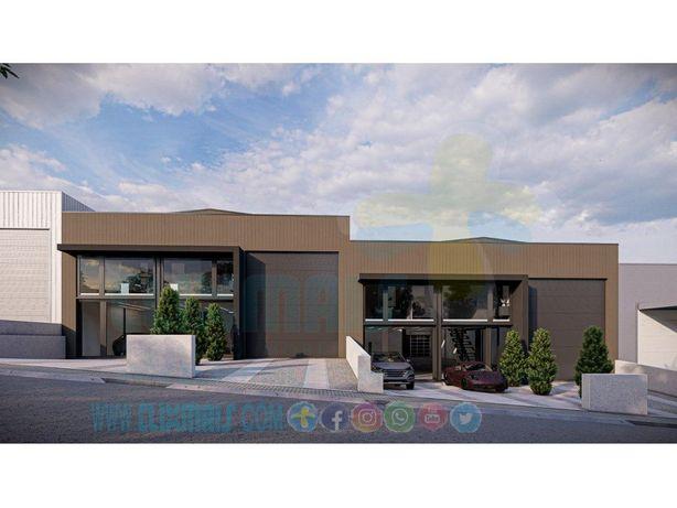 Pavilhão industrial novo com cerca de 650 m2