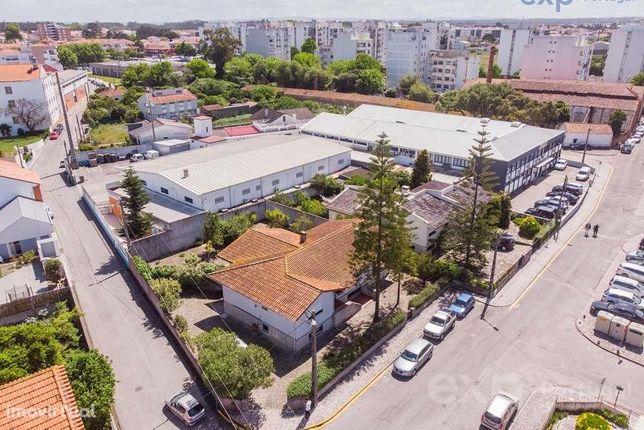 Casa típica portuguesa no centro da Marinha Grande