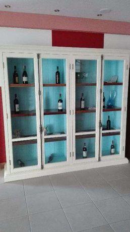 Par armários pintados em madeira