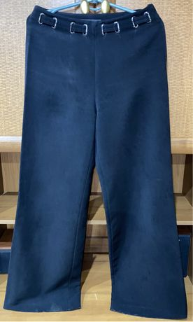 Чёрные расклешённые брюки