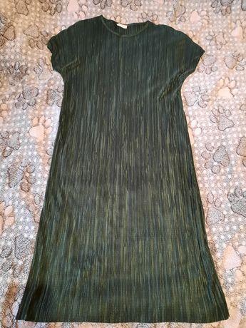Зелёное платье плиссе