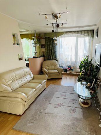 Здам 2-кімнатну квартиру з меблями і технікою в центрі