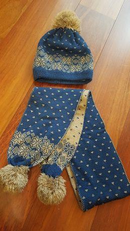 Шапка с шарфом зимняя.