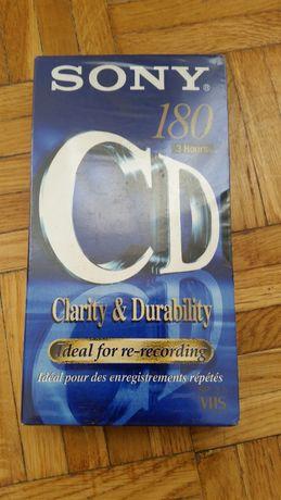 Kasetę VHS firmy Sony 180 min.