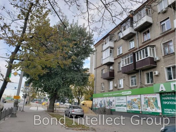 Продам 2 комнатная квартира метро имени Малышева.Сталинка.