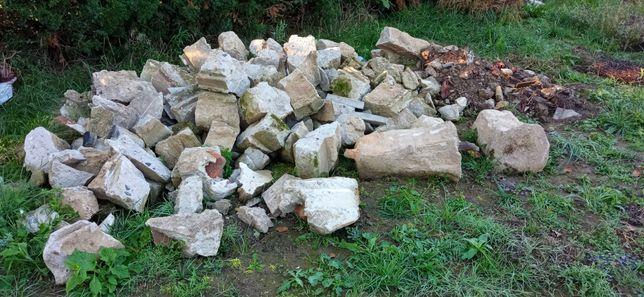 Oddam gruz - beton z rozbiórki ogrodzenia