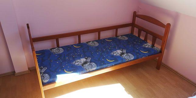 Łóżko drewniane z materacem dziecięce