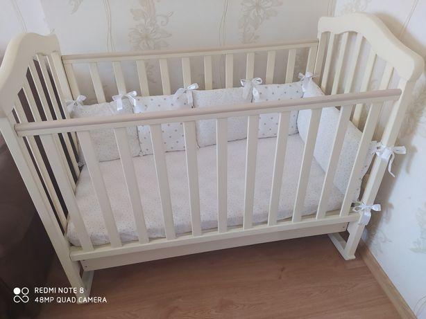 Детская кроватка Верес с ящиком, матрасом, защитой,и постелью