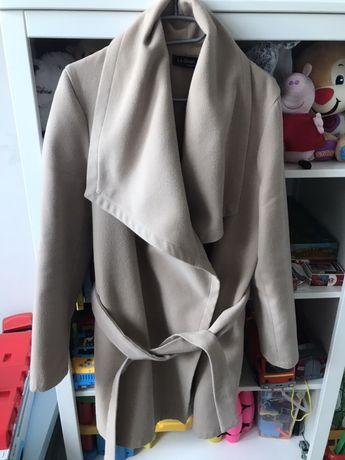 Beżowy przejściowy płaszcz 42