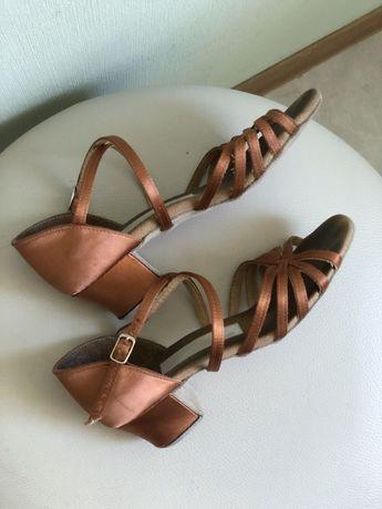 Танцевальные туфли сатиновые