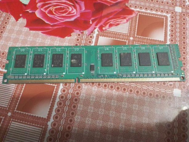 Продам оперативную память ddr3 на 2г
