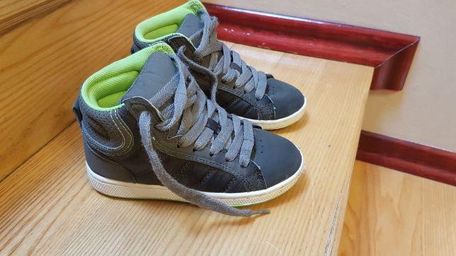 Buty sportowe nad kostkę dla chłopca 28 rozmiar. Stan bdb
