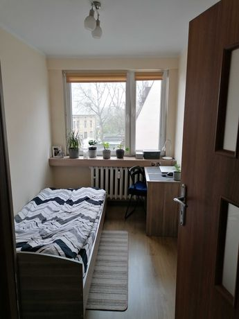 Wynajmę nieprzechodni pokój jednoosobowy i mieszkaniu trzypokojowym