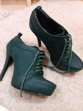 Ботинки на высоком каблуке.Состояние!!Из Германии