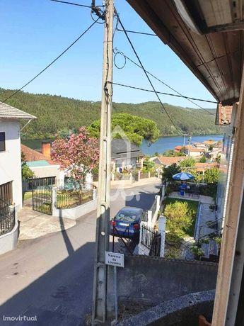 Casa T2 para recuperar com vistas do Rio Douro