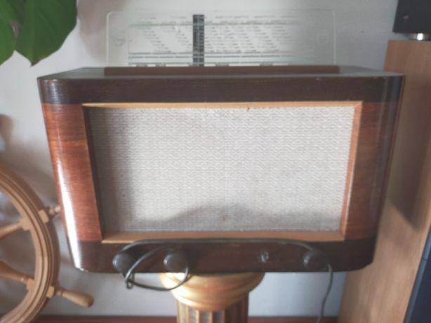stare radio Philips z 1947 roku