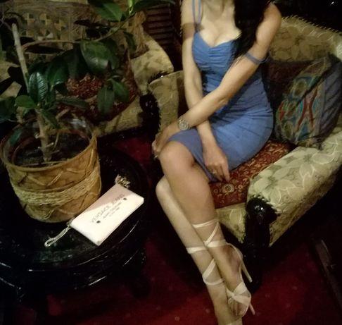 Modna sukienka elegancka marszczona niebieski fiolet ołówkowa wesele