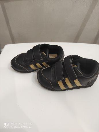 Фирменные кроссовки Адидас 23 размер