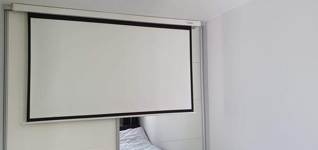 Ekran projekcyjny elektryczny