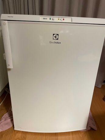 Arca Congeladora Vertical 85L A+
